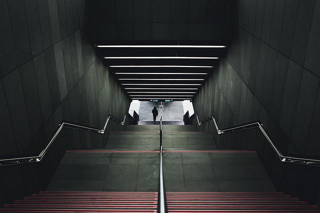 stairwell-918507_640