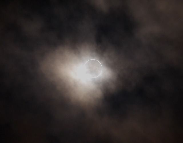 annular-eclipse-1339658_640