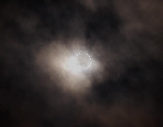annular-eclipse-1339658_640