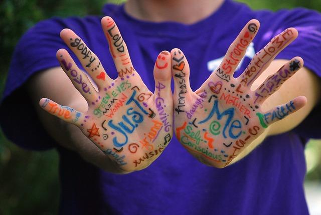 hands-423794_640