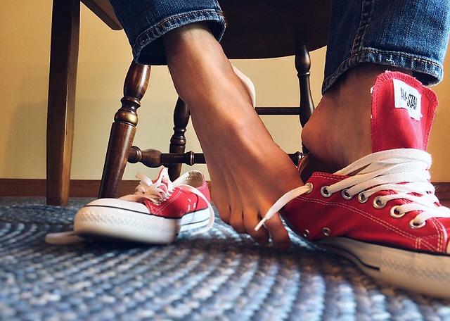 sneakers-1434505_640