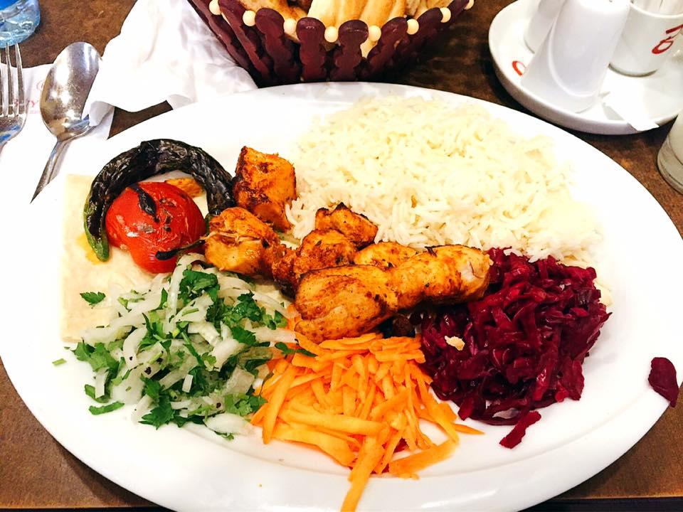 アゼルバイジャンのバクー Haji Zeynalabdin Taghiyev St にある「Green's Cafe」