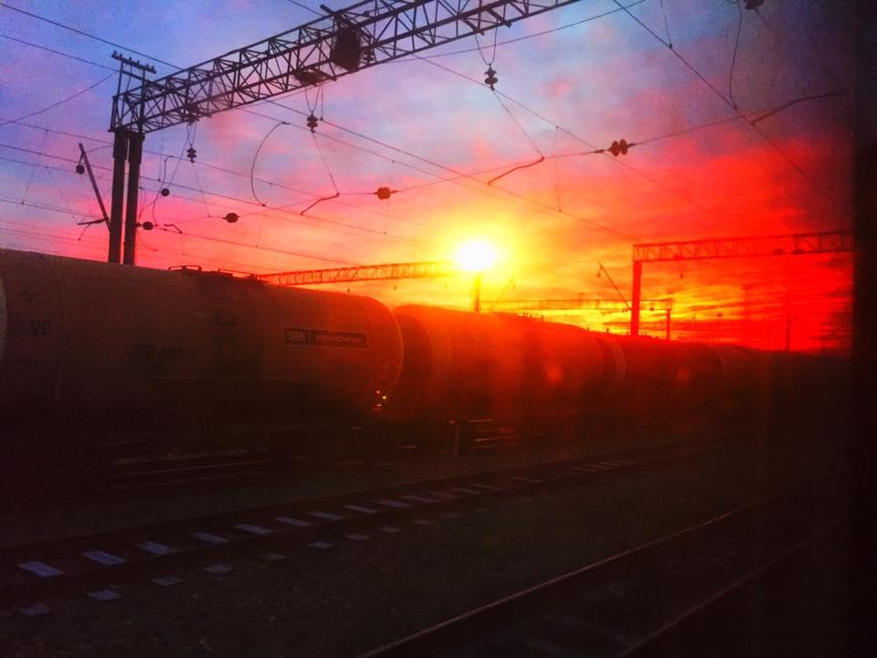 バクー(アゼルバイジャン)⇒ トビリシ(ジョージア)の寝台列車から見た朝陽