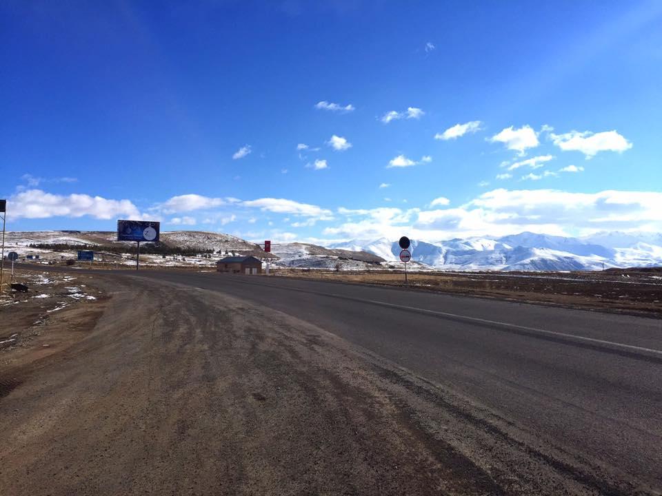 アルメニア(エレバン)→ イラン(テヘラン)を走るバスが昼食タイムを取った休憩所