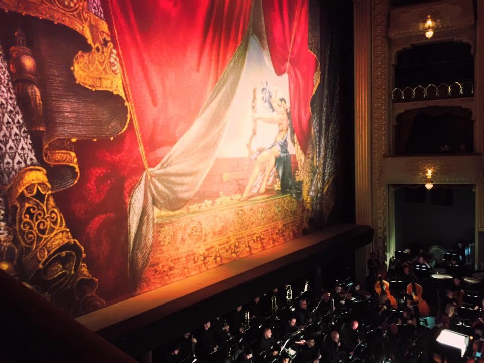 ジョージア トビリシにあるオペラハウス。迫力!
