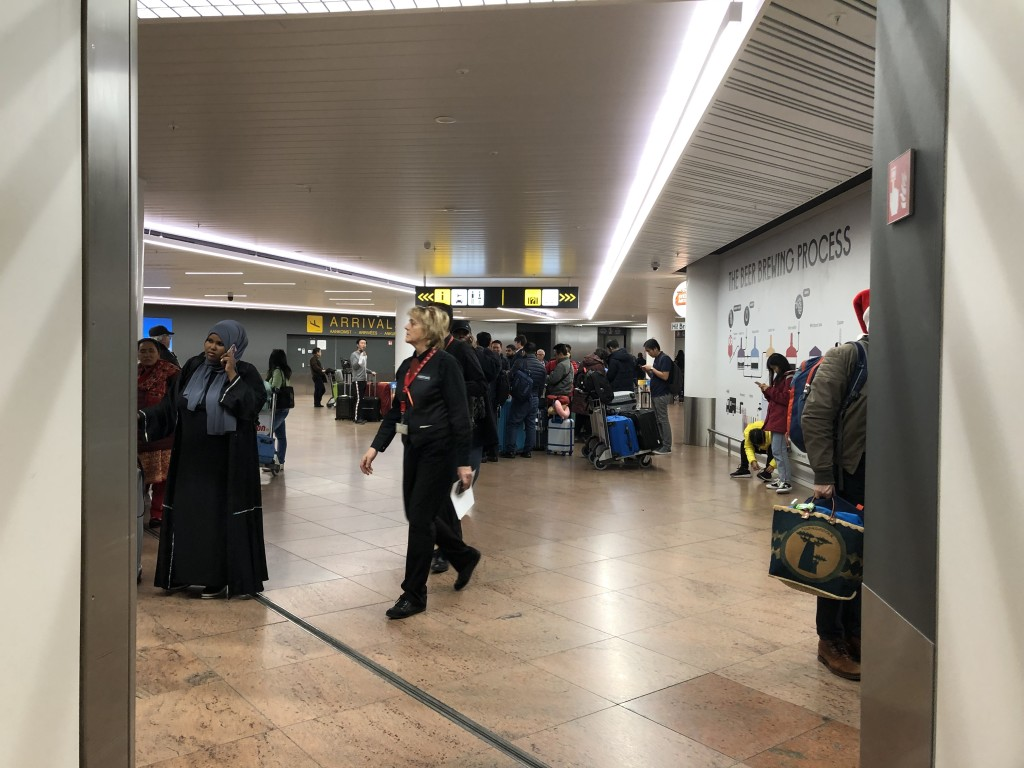 ブリュッセル国際空港(Brussels National Airport)を標識に従い、出たところ