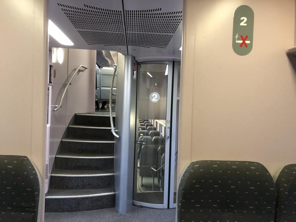 2階たての特急列車